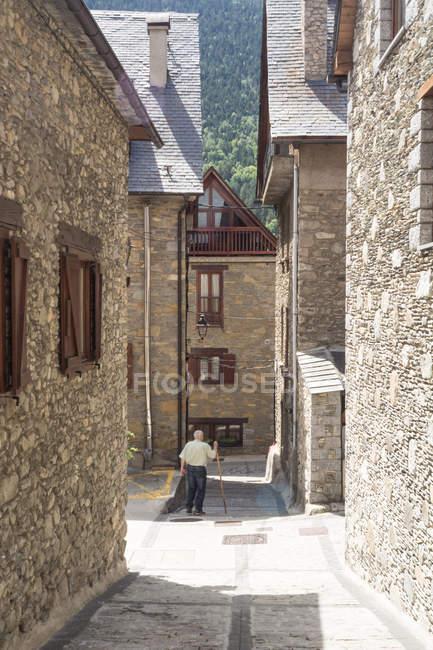 Пішохід в сільській вулиці сцени — стокове фото