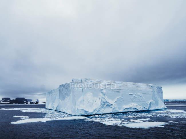 Ghiacciaio epico in mare — Foto stock