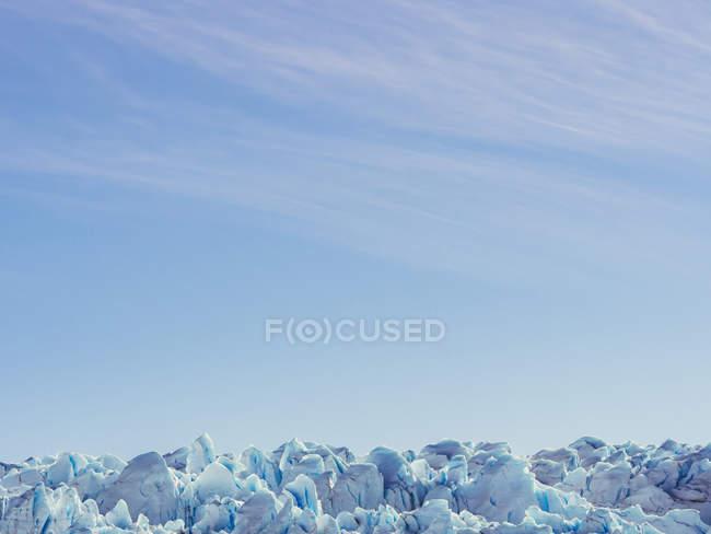 Céu sobre formações de gelo — Fotografia de Stock