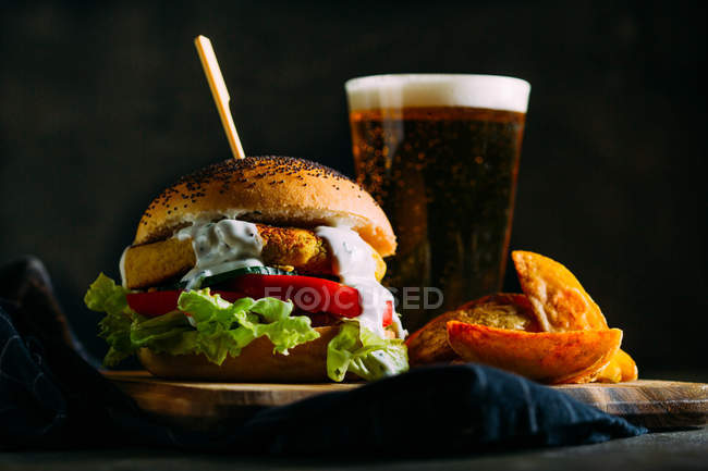 Vegetarian burger with glass of beer — Stock Photo