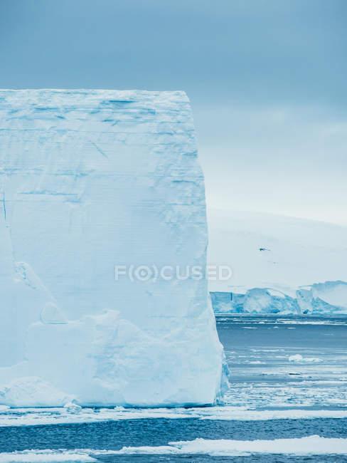 Parete di ghiacciaio in mare — Foto stock