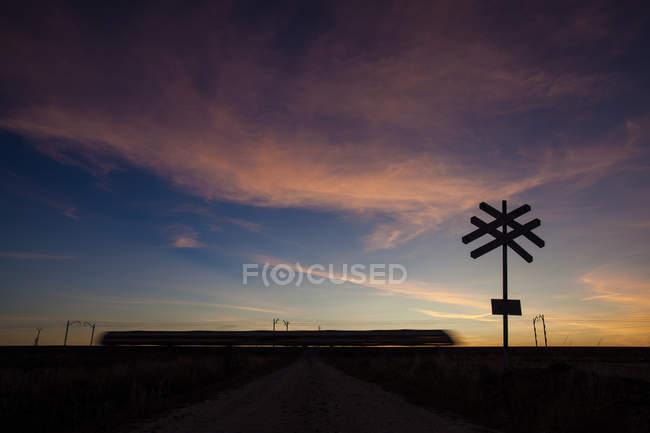 Sillhoutte segno di attraversamento della ferrovia — Foto stock