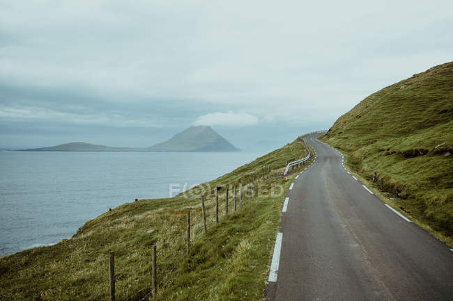 Landscape of rural road on seaside slope of hill — Stock Photo