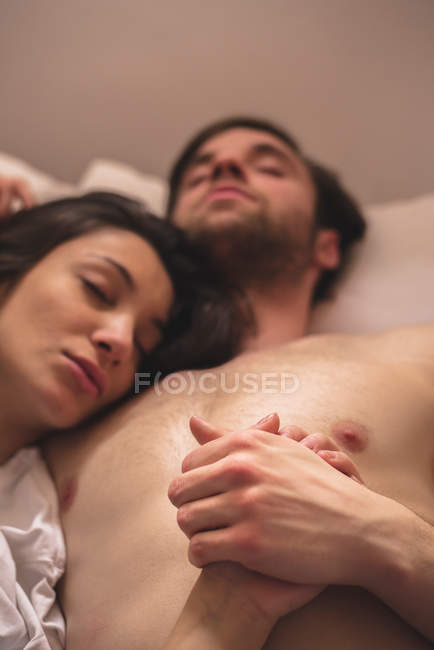 Young pair holding hands while sleeping. — Stock Photo