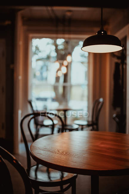 Cozy tables and chairs in interior of restaurant — Stock Photo