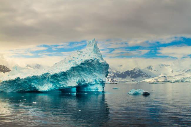 Живописный вид на пейзаж дикой природы Антарктиды — стоковое фото