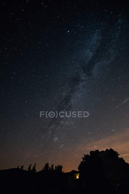 Skyscape with milky way over mountains — Stock Photo