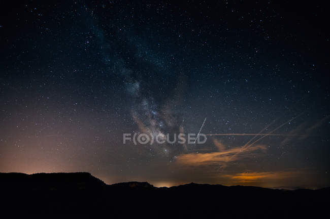 Landscape with mountain silhouettes and milky way at starry night sky — Stock Photo