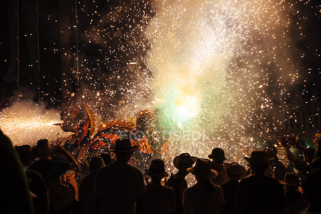 Blick auf Feuerwerk-Festival bei Nacht, Katalonien, Spanien — Stockfoto