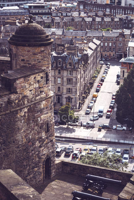 High angle picturesque view of Edinburgh street scene — Stock Photo