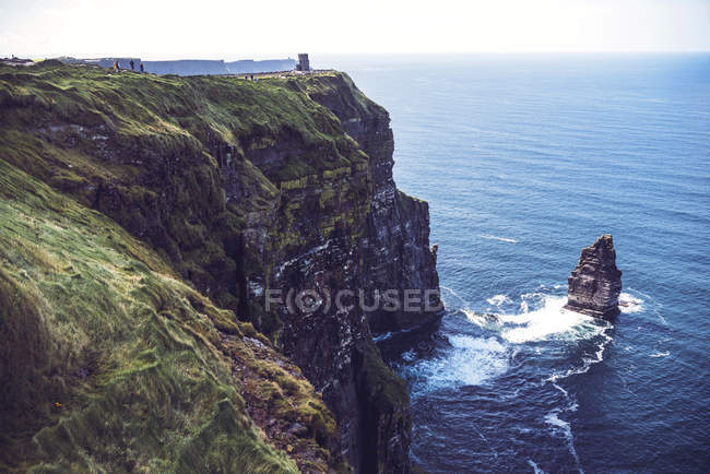 Scenic view of Moher cliffs on Atlantic ocean coastline — Stock Photo