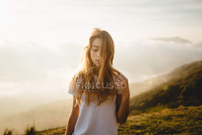 Young woman at foggy hill — Stock Photo
