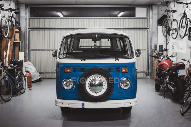 Front view of vintage blue van in good condition parked in garage — Stock Photo