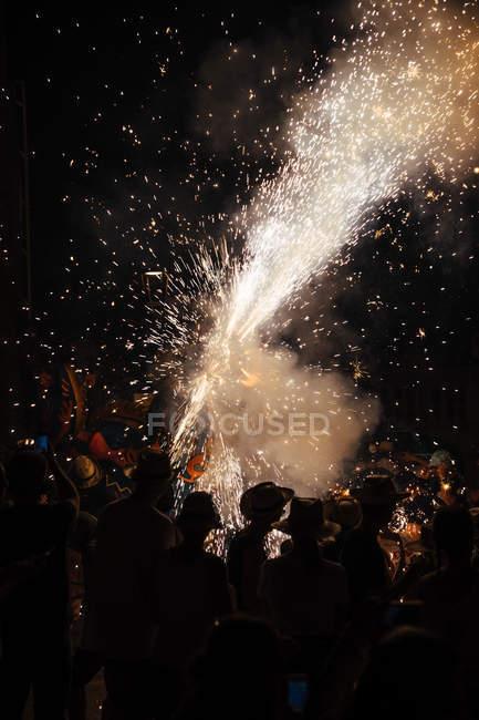Феєрверк бризки на ніч фестиваль — стокове фото