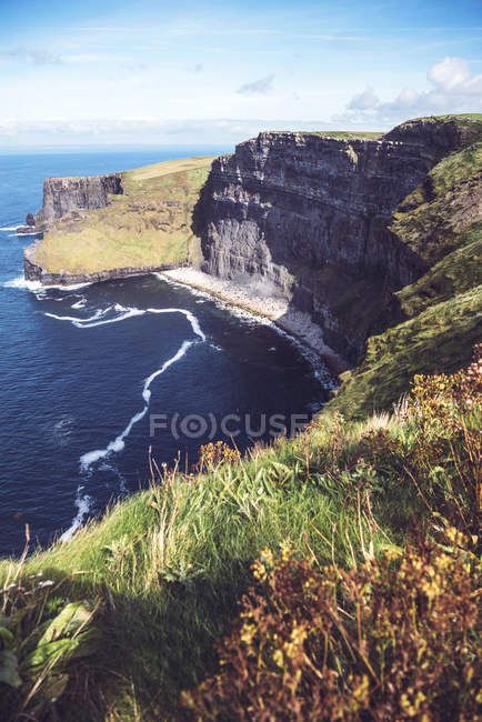 Scenic landscape of Moher cliffs on Atlantic ocean shore — Stock Photo