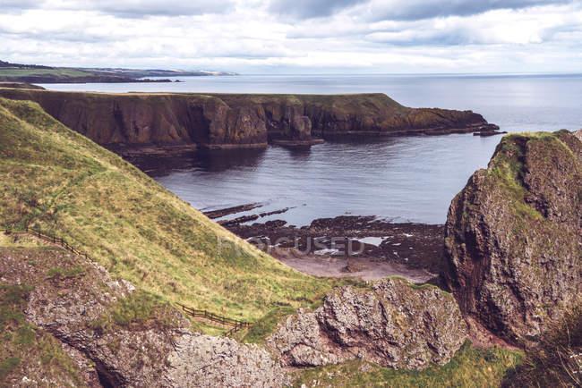 Scenic landscape of cliffs at ocean coastline — Stock Photo