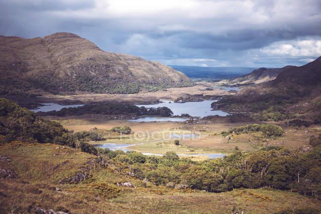 Pitoresca paisagem do vale do lago no Parque Nacional de Killarney, Irlanda. — Fotografia de Stock