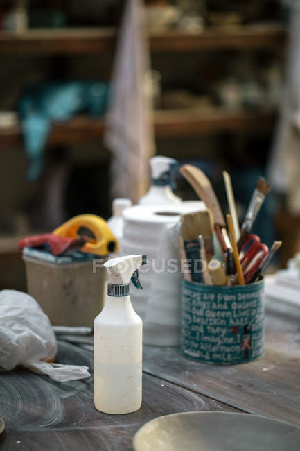 Tools and utensils on potter working desktop at workshop — Stock Photo