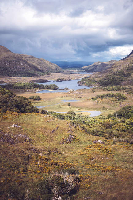 Vista panorâmica das montanhas e do lago no Parque Nacional de Killarney, Irlanda. — Fotografia de Stock