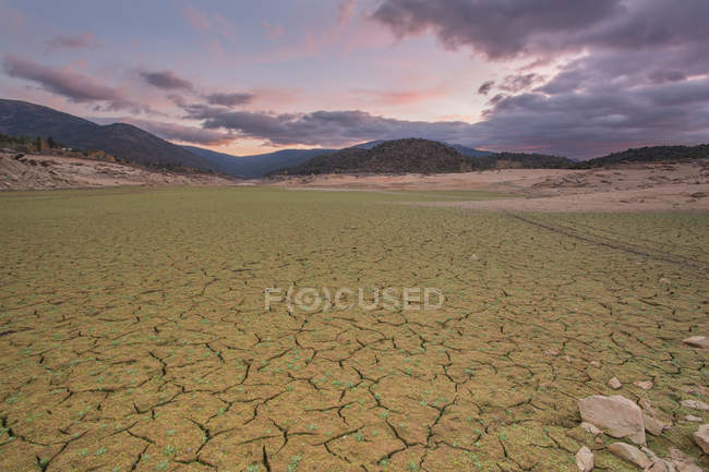 Landscape of dry riverbed due to drought under scenic cloudscape — Stock Photo