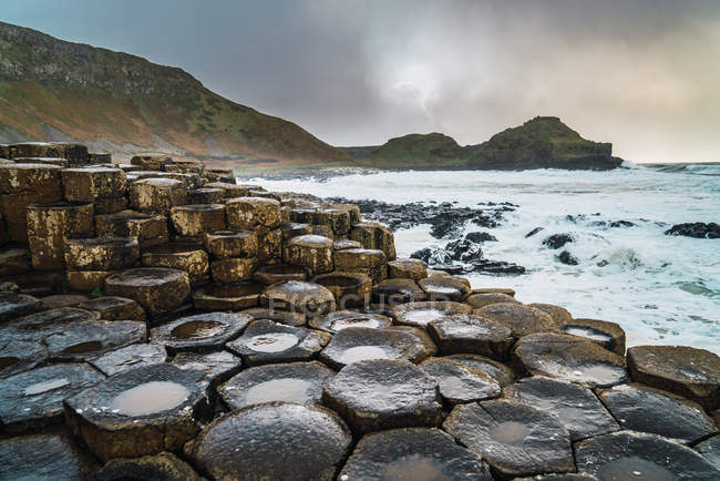Low angle view of stone formations at ocean shore — Stock Photo