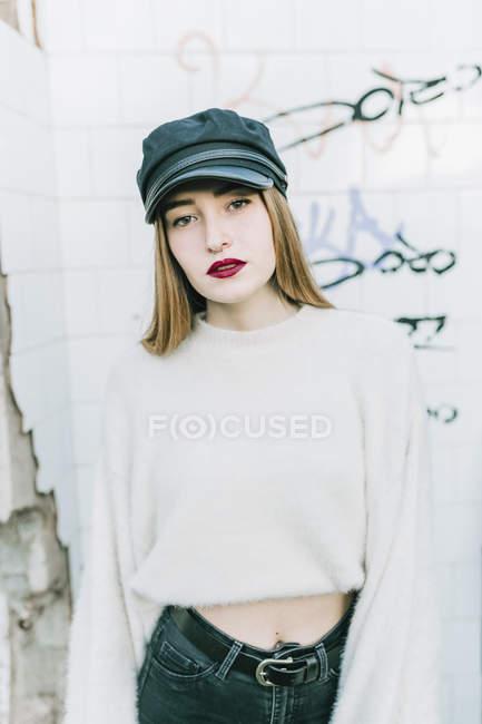 Stylish model posing on grungy background — Stock Photo