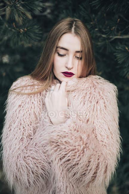 Modello elegante sensuale con labbra luminose — Foto stock