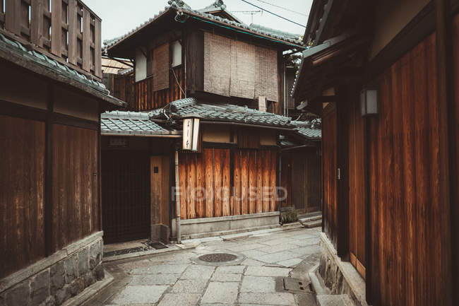 Traditional small wooden houses in Asian village. — Stock Photo