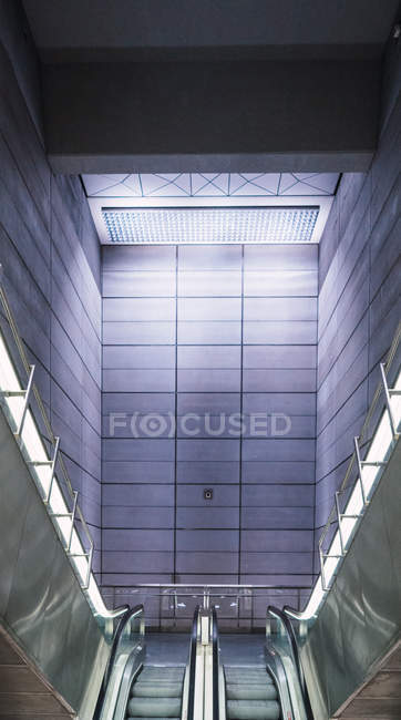 View to empty metallic moving stairs in the mall. — Stock Photo
