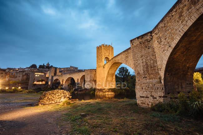 Зовнішній вигляд камінь середньовічних міст Besalu. Під час подорожі, Іспанія. — стокове фото