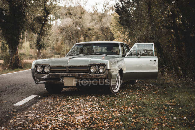 Empty retro car on rural roadside — Stock Photo