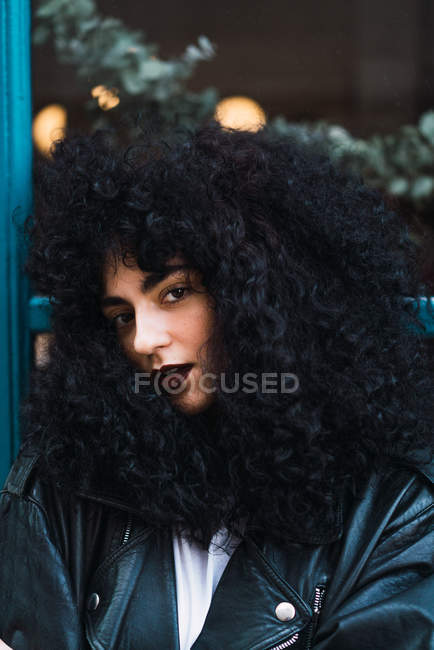 Portrait of woman with curly hair posing looking at camera — Stock Photo