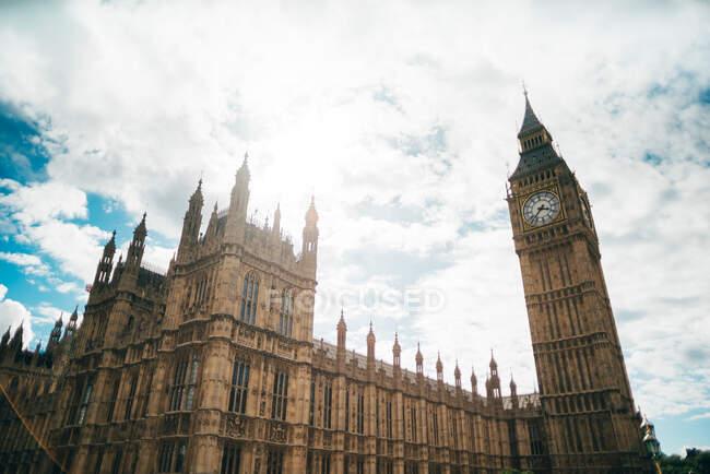Vista original del Big Ben en Londres. - foto de stock