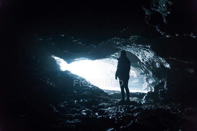 Silhouette tatenlos Höhleneingang — Stockfoto