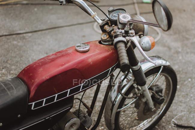 Crop vintage red motorcycle on asphalt road. — Stock Photo