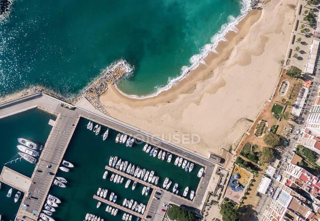 Von oben Blick auf festgemachten Boote am Hafen im Mittelmeerküste — Stockfoto