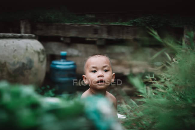 LAOS, 4000 ISLANDS AREA: Charming child sitting on floor and looking out — Stock Photo