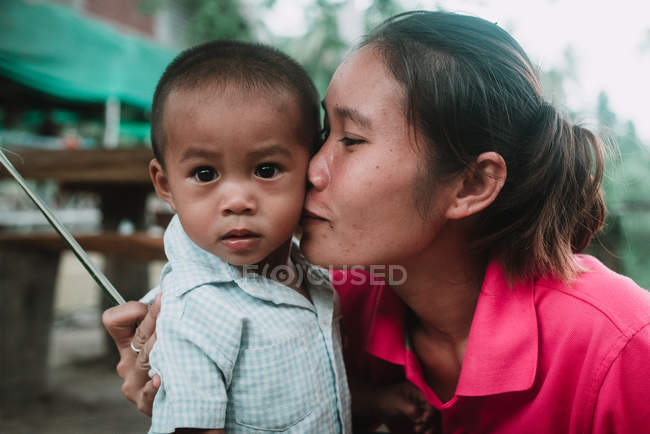 LAOS, 4000 ISLANDS AREA: Local woman kissing son — Stock Photo