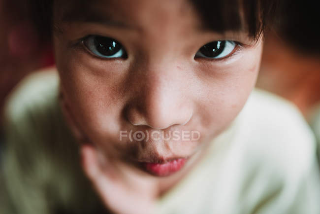 LAOS, 4000 ISLANDS AREA: Portrait of kid looking at camera and making funny face. — Stock Photo