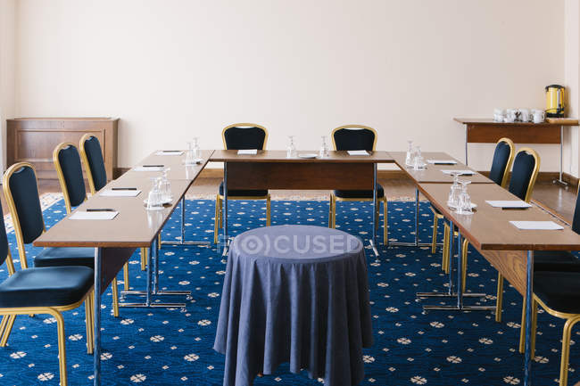 Table at modern presentation room with whiteboard — Stock Photo