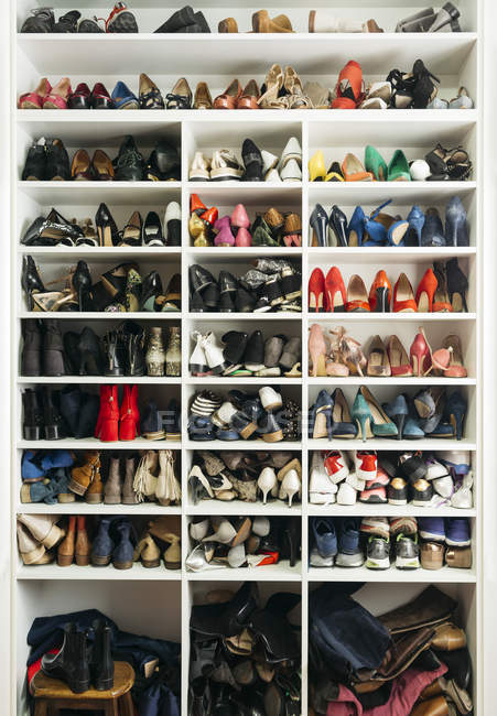 Full frame shot of shelves with different shoes — Stock Photo