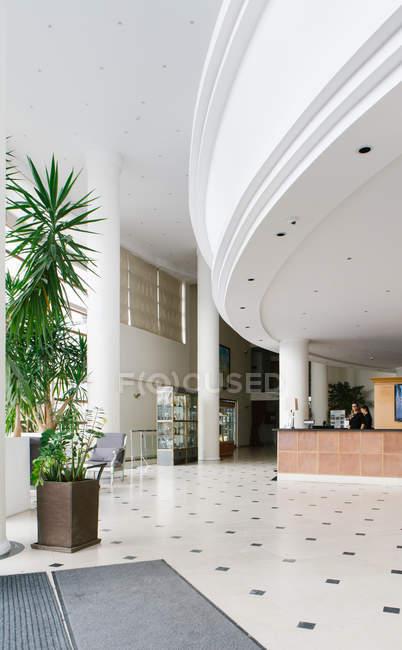 Vista interior do hall vazio no hotel — Fotografia de Stock