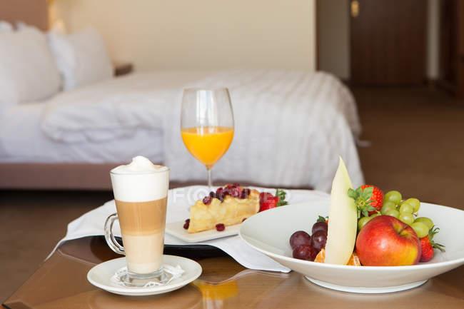 Leckeres Und Frisches Frühstück Am Bett Im Hotel Entspannen Sie