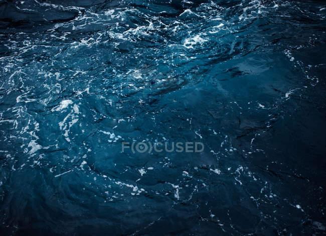 Полный кадр выстрел рифленая бирюзовые воды — стоковое фото