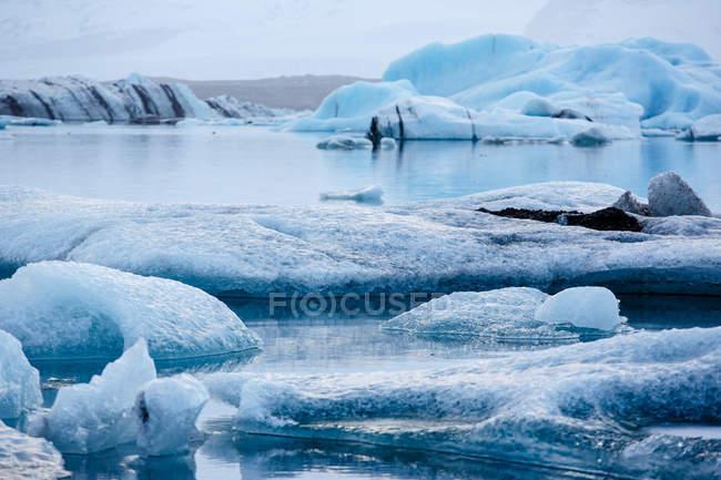 Gelo flutuante no lago — Fotografia de Stock
