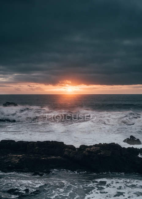 Bright sunset over ocean — Stock Photo