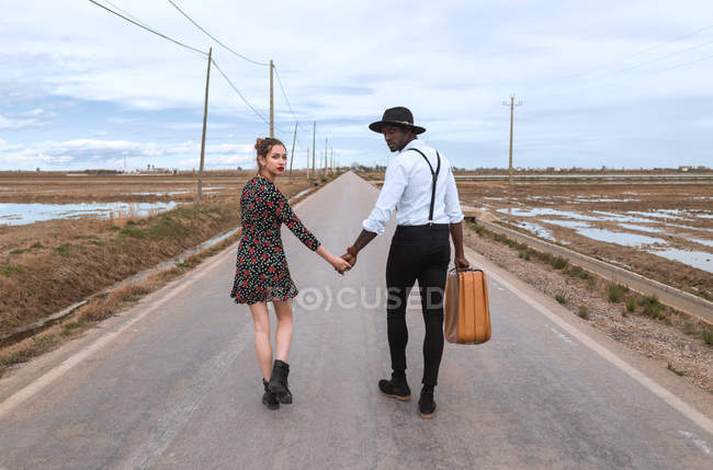 Couple walking on road — Stock Photo