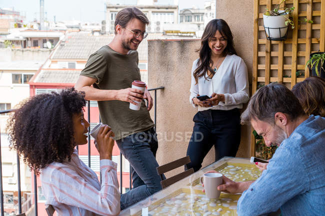 Colleagues chatting and laughing — Stock Photo
