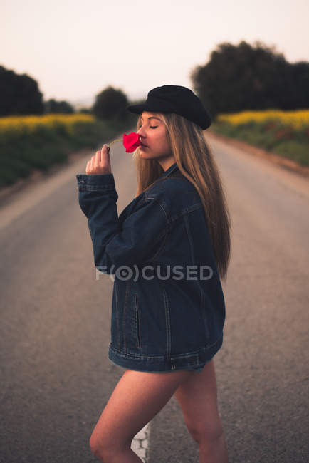 Woman smelling flower — Stock Photo