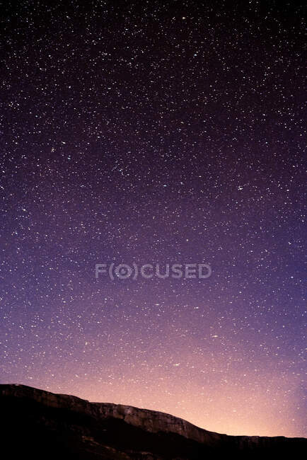 Breathtaking sky of purple and pink colors with billion of glowing stars. — Stock Photo